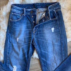 Benetton loose fit slight distress jeans. Med wash